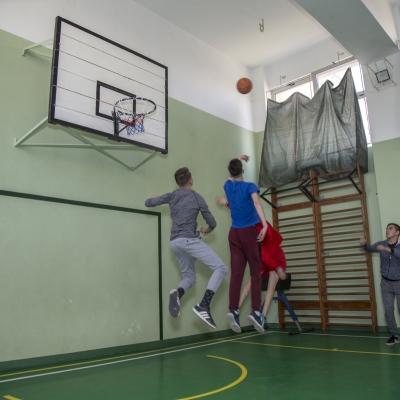 Teren si sala de sport